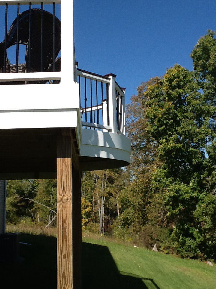 DECK WITH CURVED BAY BUMP OUT