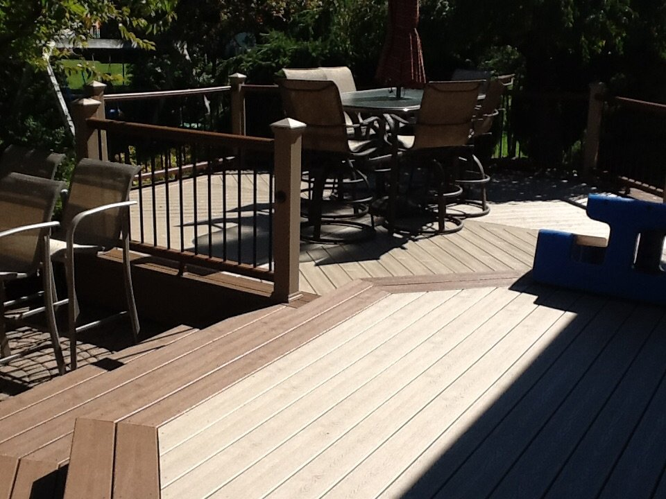 DECK WITH MULTIPLE BORDER BOARDS