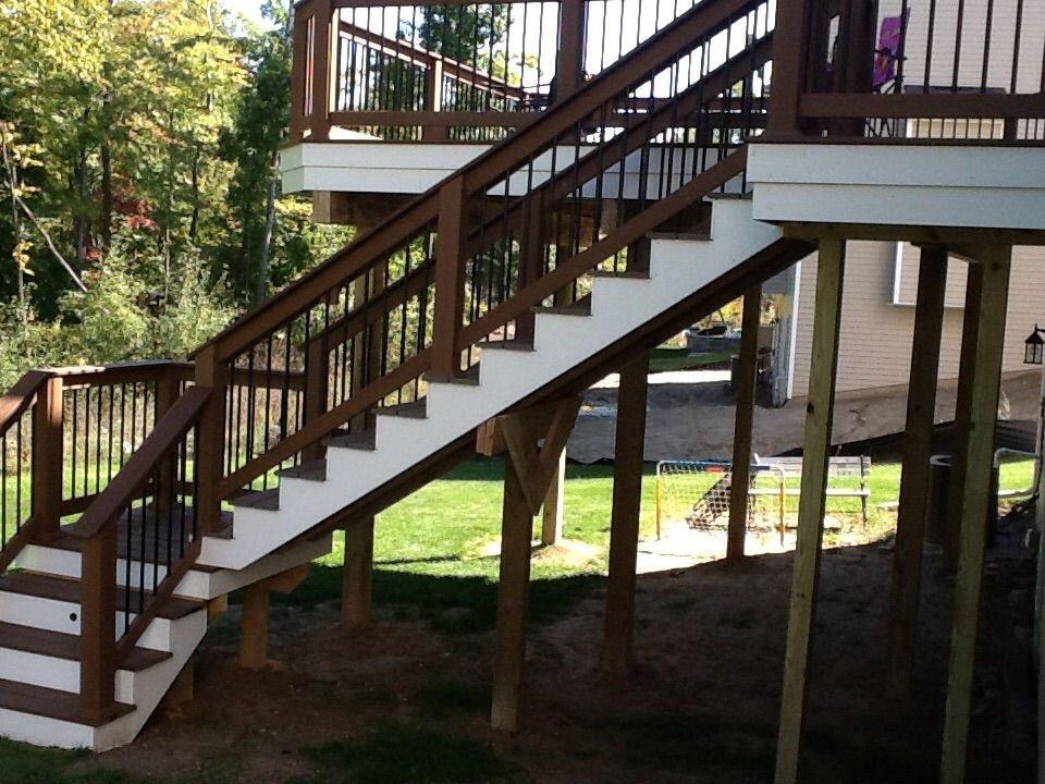 TREX ENHANCE STAIRCASE